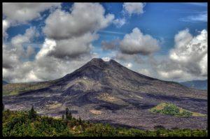 volcán Batur al amanecer y aguas termales